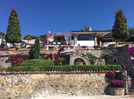 Villa Maria, Capitello