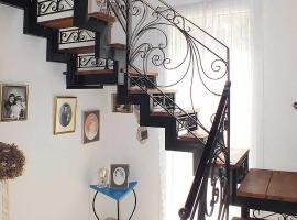 La Casa DiGiovanni, Perítheia