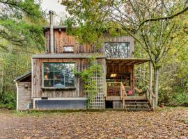 Deer Cabin, Holcomb