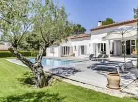 Beautiful Villa on the Pont Royal Golf Course, Mallemort