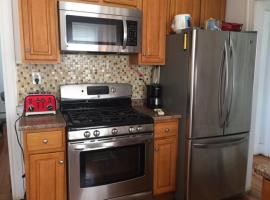 2 bedroom 1 bath sleeps 5 With AC, Revere