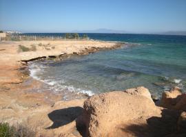 Crique au calme à Égine, Aegina Town