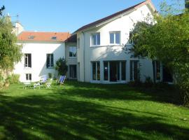 Chambre d'hôtes Villa du Hameau de la Reine, Ле-Шене