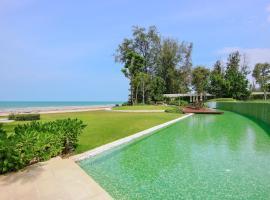 Huahin Luxury Beachfront Condo by ML, Khautau