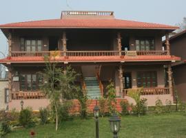 Safari Club, Patlahara