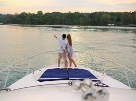 Maikhao Dream Luxury Yacht, Thalang