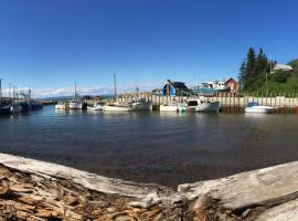 Quirky Beach Cottage, Harbourville