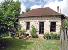 Holiday Home Le Puy de Bar - 09, Château-Chervix