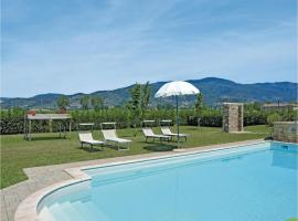 Three-Bedroom Apartment Camucia with a Fireplace 08, Cortona