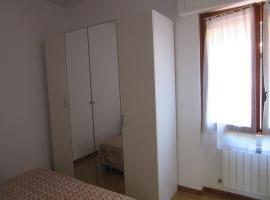 Garaventa Angelo Apartments, Uscio