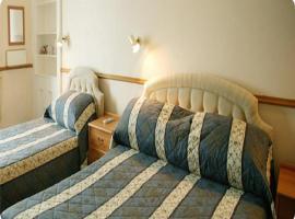 Queen's Hotel, Largs