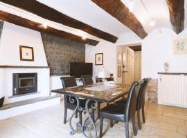 Casa Aramis, La Morra