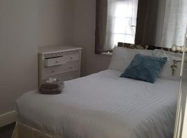 Bedroom in woodford, London