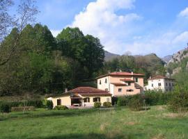 Villa with River Access, Cocciglia