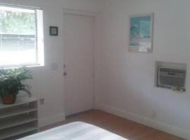 Quiet, Clean, Basic Efficiency Studio Apartment, Palm Beach Gardens
