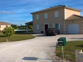 French Villa, Private Pool, One Acre, Beautiful Views, near Aubeterre / Chalais, Saint-Romain