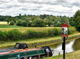 Narrowboat at Weedon, Weedon Bec