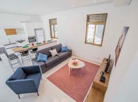 Unique spacious Home, Tel Aviv