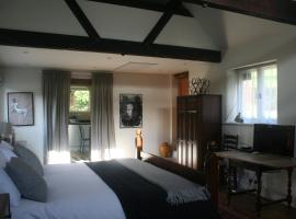 The Old Barn Bridge Cottage, Liphook