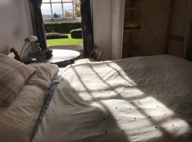 Double bedroom in apartment next to princess royal hospital, Haywards Heath
