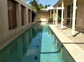 Villa Murraya - 20M pool Pets Allowed, Tewantin