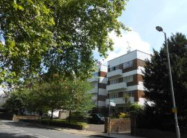 2 Bed Apartment In Viceroy Lodge Central Surbiton 5 Stars