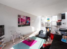 Exquisite and chic 1 bed 2 bath flat in Chelsea, Londen