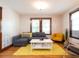 BEAUTIFUL apartment 2BR/1BA 5 min from Metro w/2parking spots, Malden