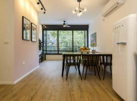 Apartment in Holon for business people, H̱olon