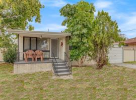Cosy, Neat and Convenient Holiday House, Perth