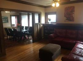JARVIS West Blvd 6BD Villa-Hotel by Edgewater Park & Downtown, Cleveland