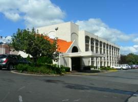 Howard Johnson Clifton, Clifton