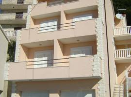 Apartments Maras, Mimice