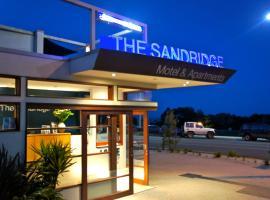 The Sandridge Motel, Лорн