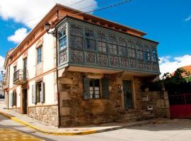 Casa Don Din, Cruces