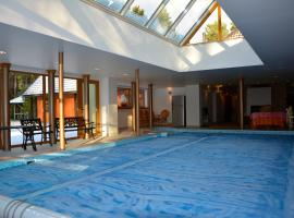 Deluxe Apartment with Pool and Sauna, Roja