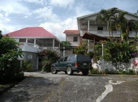 Symes Zee Villa, Laudat