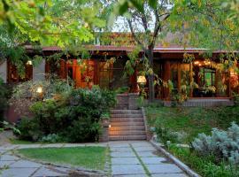 Casa Glebinias, Chacras de Coria