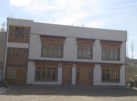 Hotel Layul Palace, Leh