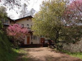 The Grand Mountain Top Retreat, El Portal