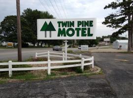Twin Pine Motel, Tipton