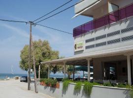 皮查瑞酒店, Agia Triada
