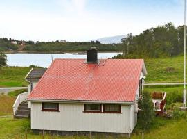 Two-Bedroom Holiday home in Straumsjøen, Straumsnes