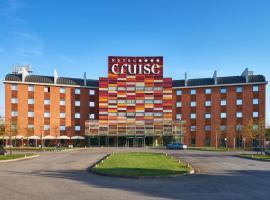 Hotel Cruise, Lucino