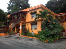 Franko's Guest House, Альтона