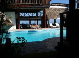 La Delphina Bed and Breakfast Bar and Grill, La Ceiba