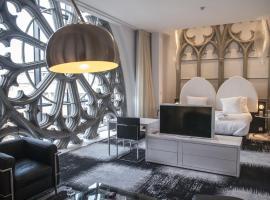 Hotel Dream, Mons
