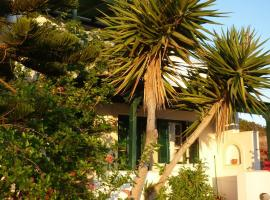 Manolis Farm Guest House, Aliko Beach