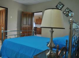 B's Guesthouse, Carnbee Village