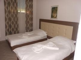 Hotel Real, Fier